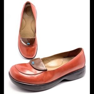Dansko Womens 39 8.5-9 Red Leather Loafers Clogs